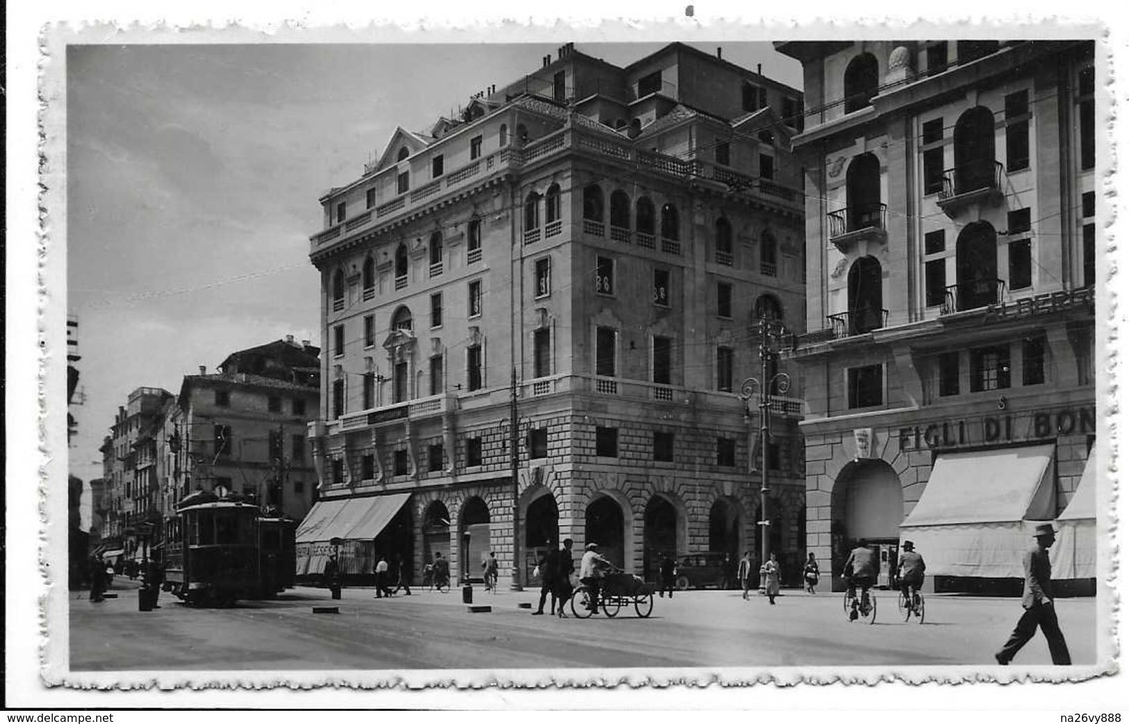 Padova. Piazza Garibaldi. Tram. - Padova