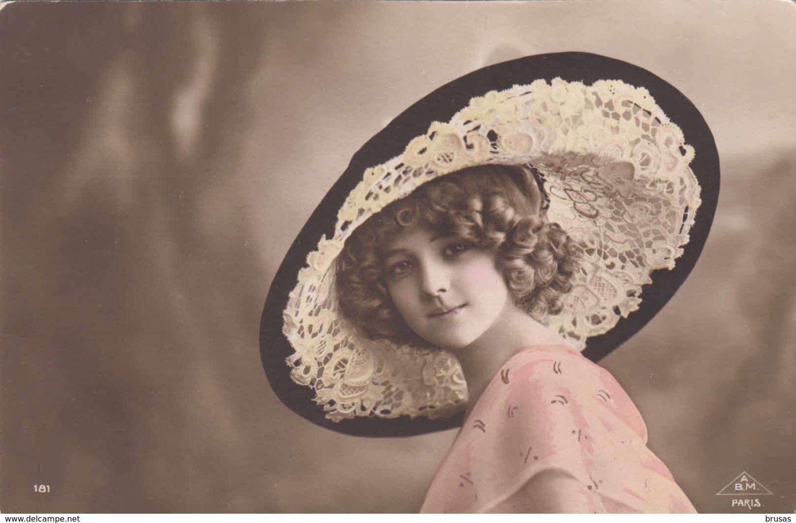 Woman - Postcard No 124 - Femmes