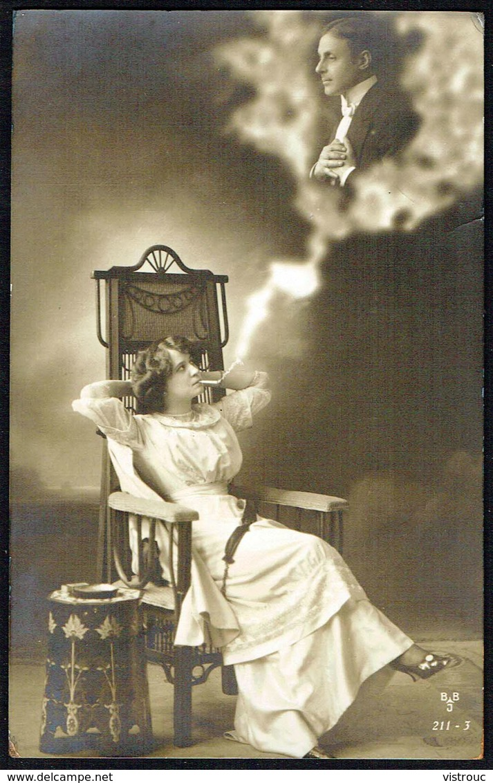 FEMME - CP - Jeune Femme Fumant Et Rêvant à Son Fiancé - Circulé - Circulated - Gelaufen - 1911. - Femmes