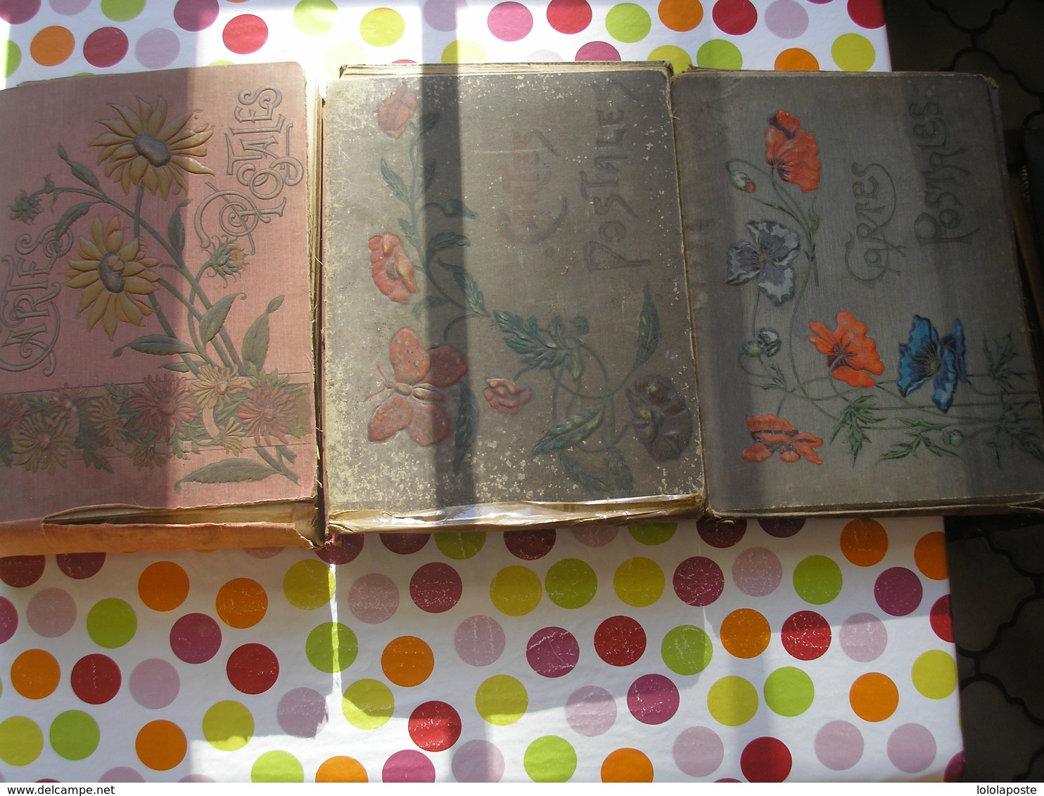3 Viels Albums De Cartes Postales Dont Les Couvertures Et Reliures Abimées Pouvant Contenir Eniron 500 Cartes Chacun - Supplies And Equipment