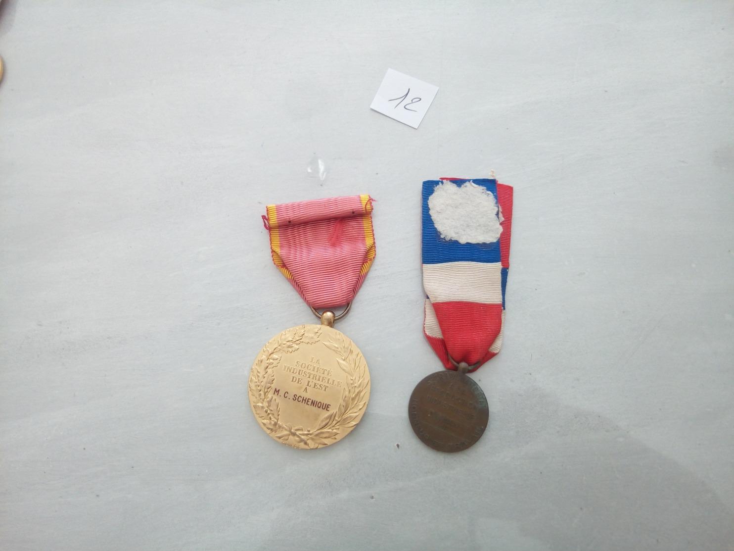 6408-2019    LOT DE 2 DECORATIONS  CIVILES OU MILITAIRES - Militari