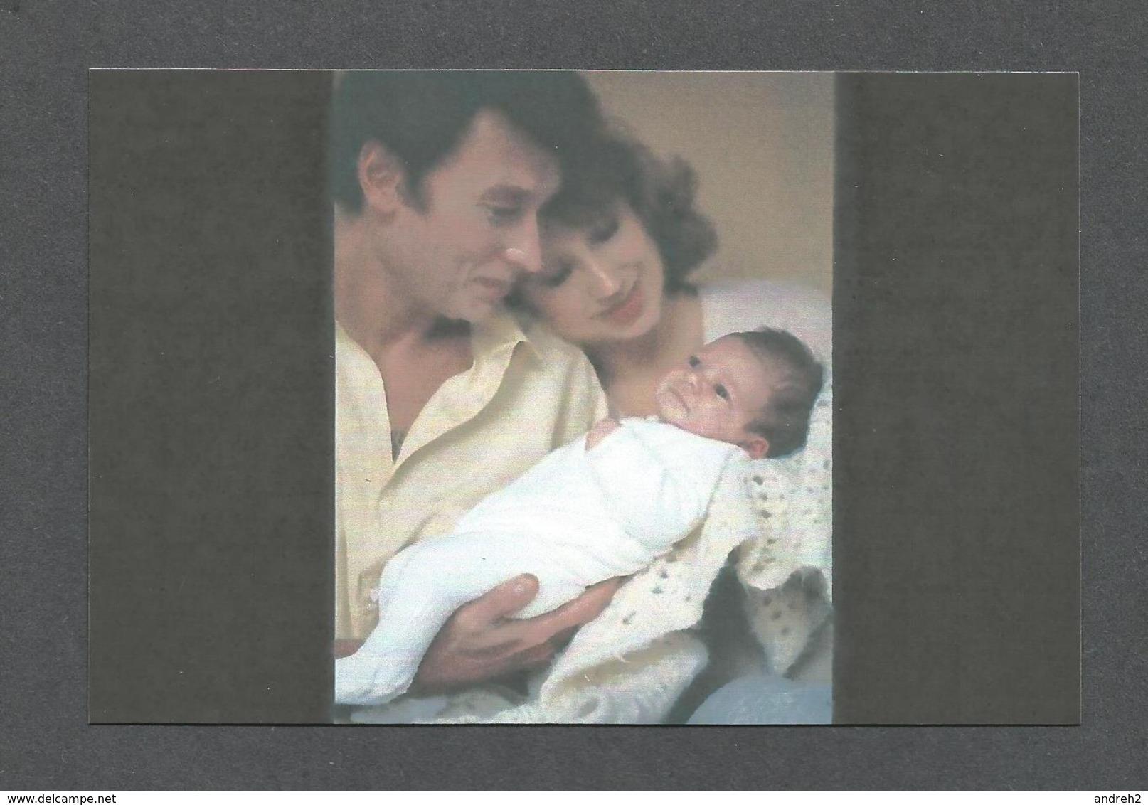 ARTISTES - CHANTEUR - JOHNNY HALLYDAY ET NATHALIE BAYE À LA NAISSANCE DE LEUR FILLE LAURA EN NOVEMBRE 1983 - Musique Et Musiciens