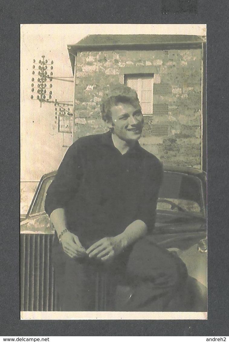 ARTISTES - CHANTEUR - JOHNNY HALLYDAY PHOTO PRISE EN 1962 À CHÂTELAUDREN - Musique Et Musiciens