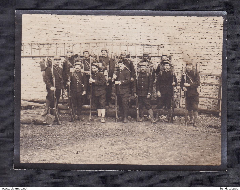 Photo Militaria Militaires 6è Regiment Chateaufarine Besancon Baionnette Veille Départ Pour Mailly Le Camp 1915 - Oorlog, Militair