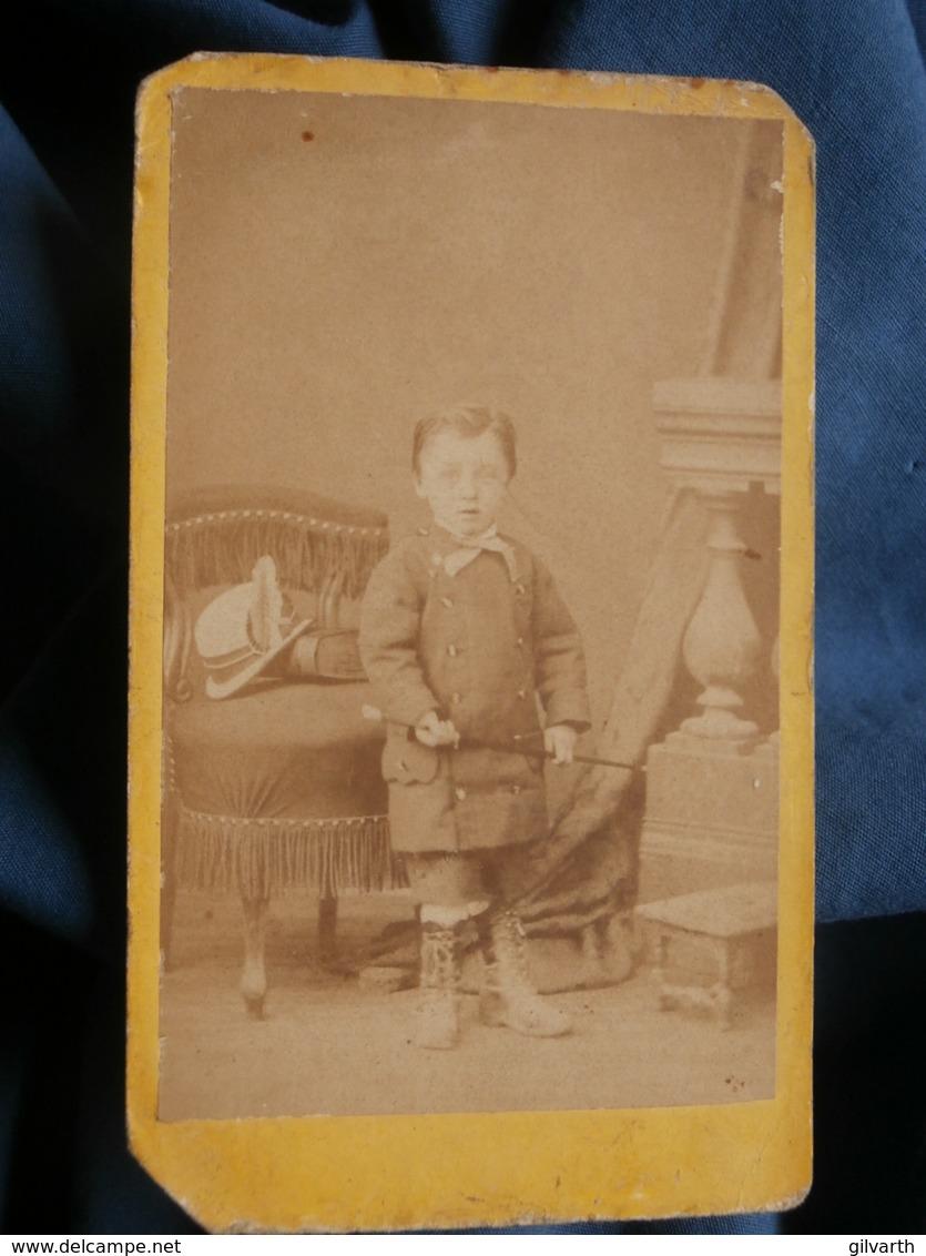Photo CDV Libraire à Fontenay (Vendée) - Petit Garçon Canne à La Main, Circa 1875 L444 - Photographs