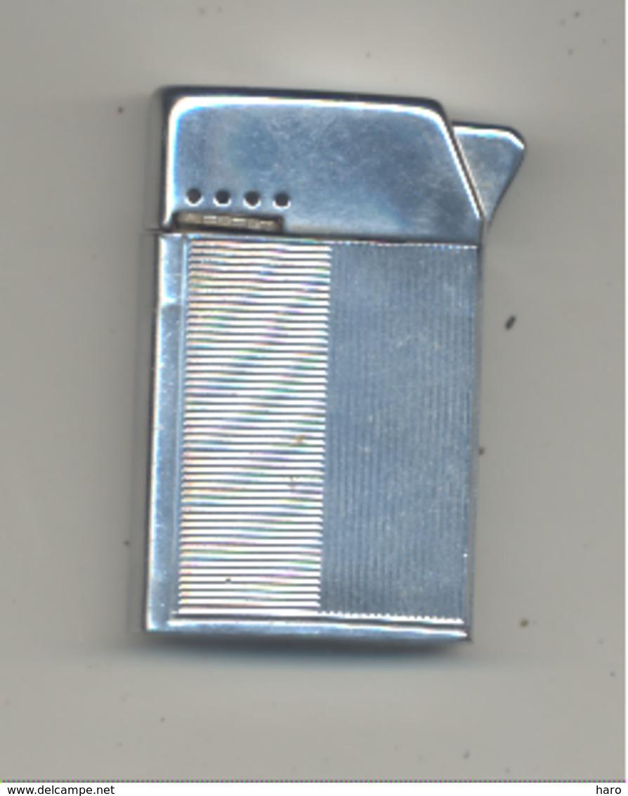 """Briquet """"S M """" , Made In Austria - SANS GARANTIE DE FONCTIONNEMENT  (van) - Briquets"""