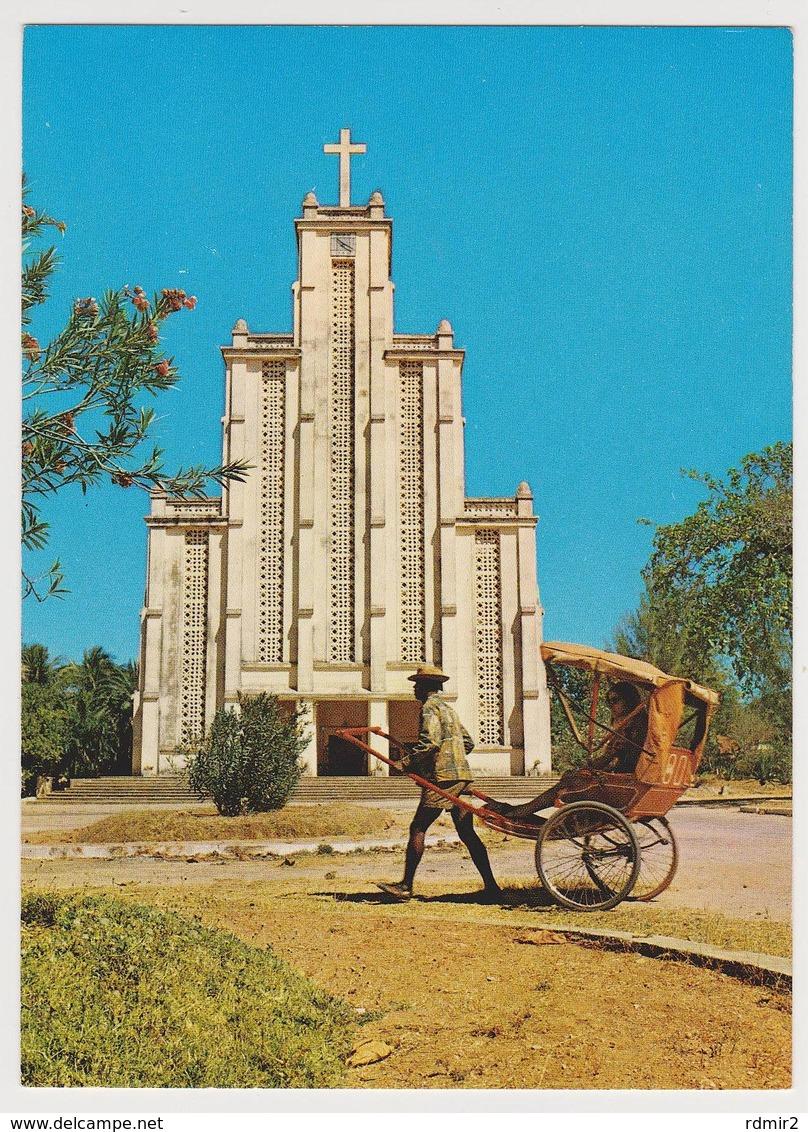 1670/ MAJUNGA, Madagascar. La Cathédrale / Cathedral. Rickshaw. - Non écrite. Unused. No Escrita. Non Scritta. - Madagascar
