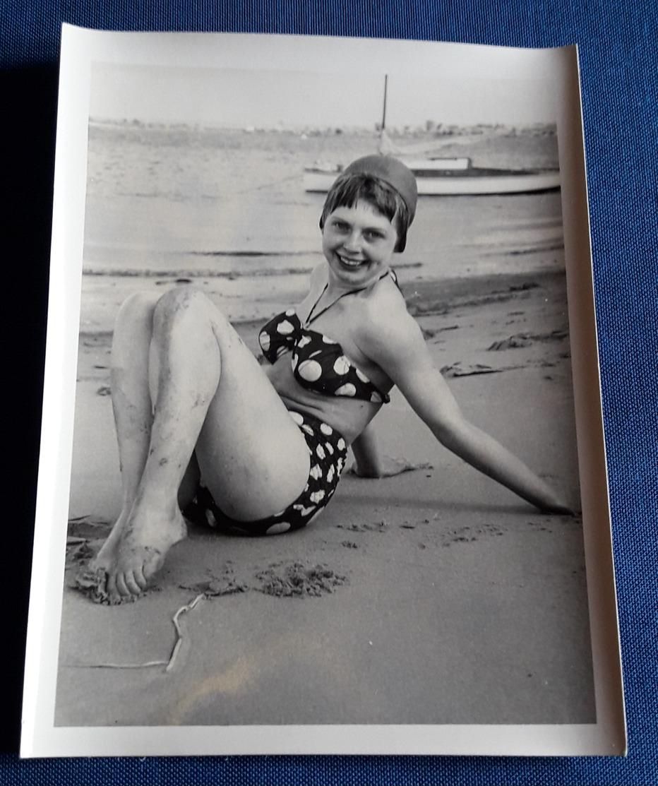 Altes SEXY BEACH PIN-UP GIRL Photo > Hübsche Junge Frau Im Bikini > Nice Young Woman / Jolie Jeune Femme (ph105) - Pin-Ups