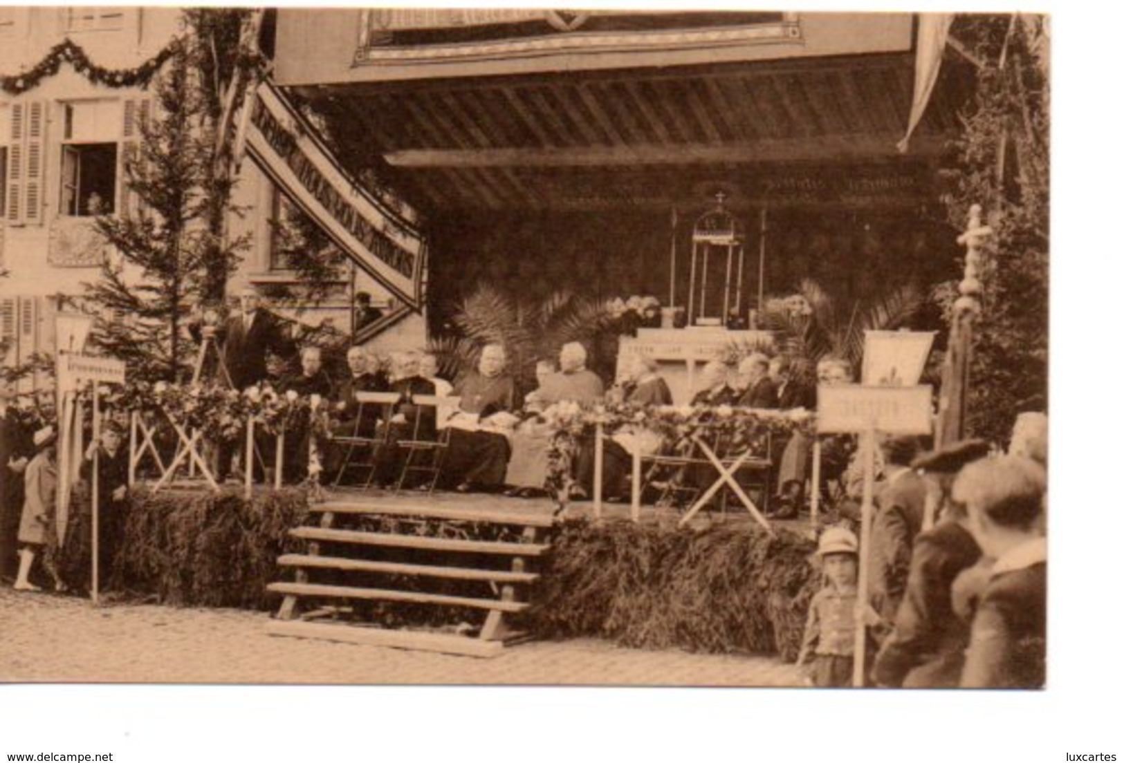 PHILIPPEVILLE. LE CONGRES MARIAL DU 7 JUILLET 1935. LES AUTORITES SUR LA TRIBUNE PENDANT LE DISCOURS DE MONSIEUR HOYOIS. - Philippeville