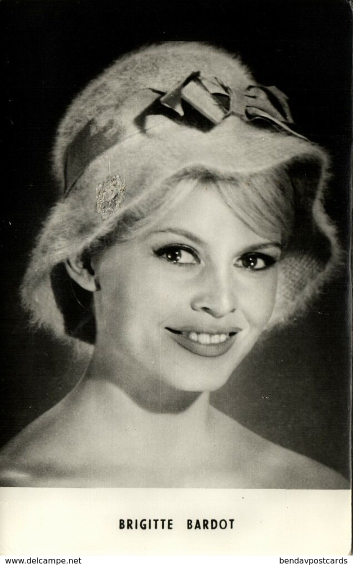 French Actress Brigitte Bardot (1960s) No. 562 - B22 RPPC - Künstler