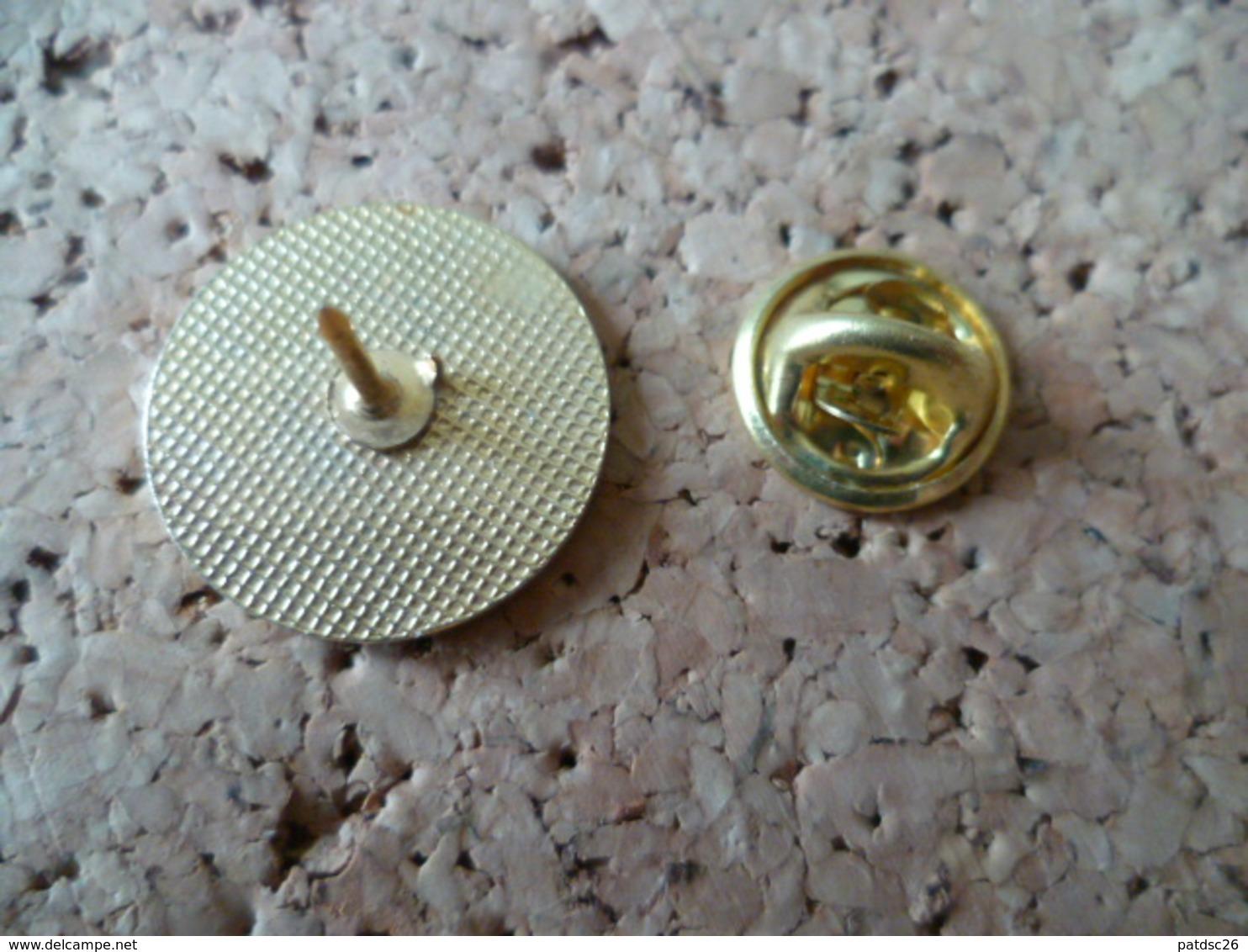 PIN'S    SENIOR  DISTRICT SOFTBALL - Pin