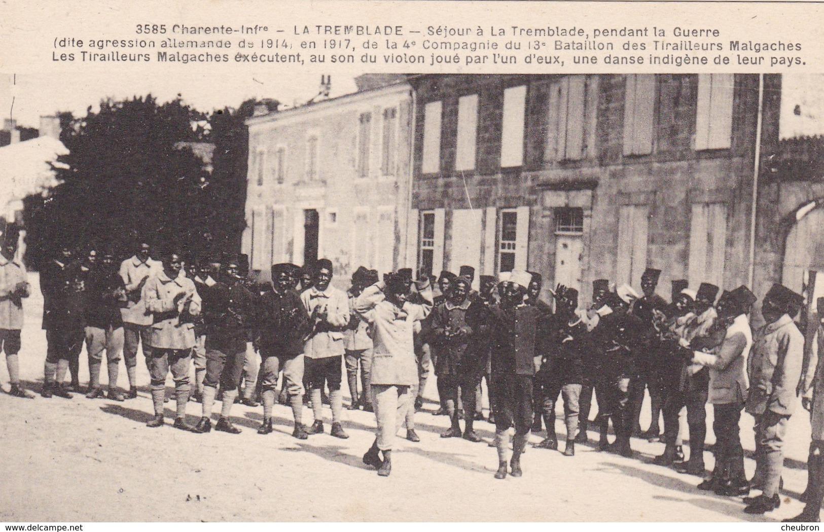 17. LA TREMBLADE. CPA. LES TIRAILLEURS MALGACHES EN 1917. EXÉCUTION  D'UNE DANSE DE CHEZ EUX - Guerre 1914-18