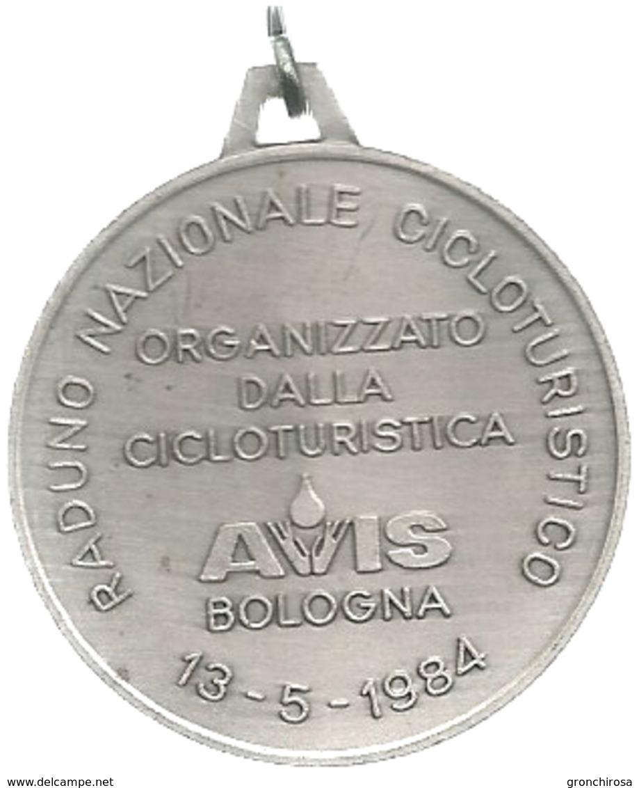 Bologna 1939 - 1984 Quarantacinquesimo AVIS, Raduno Nazionale Cicloturistico, Mist. Dorata E Smaltata Gr. 19, Cm. 3,9. - Italia