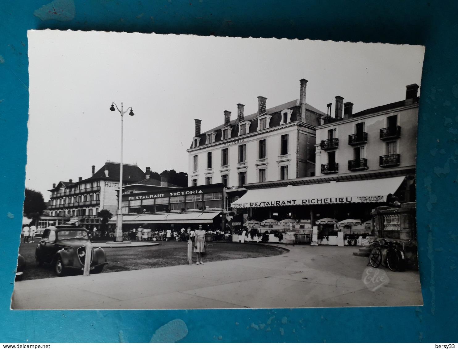 CPSM - ARCACHON - Les  Grands Hôtels Sur La Plage (Victoria, Richelieu...) Animée- 2 SCANS - Arcachon