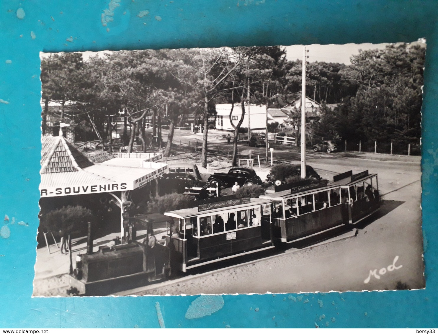 CPSM - LE CAP-FERRET- Le Petit Train Pour L'Océan - Pavillon Bleu: Souvenirs, Confiserie, Glaces-  Ed. MOD - 2 SCANS - France