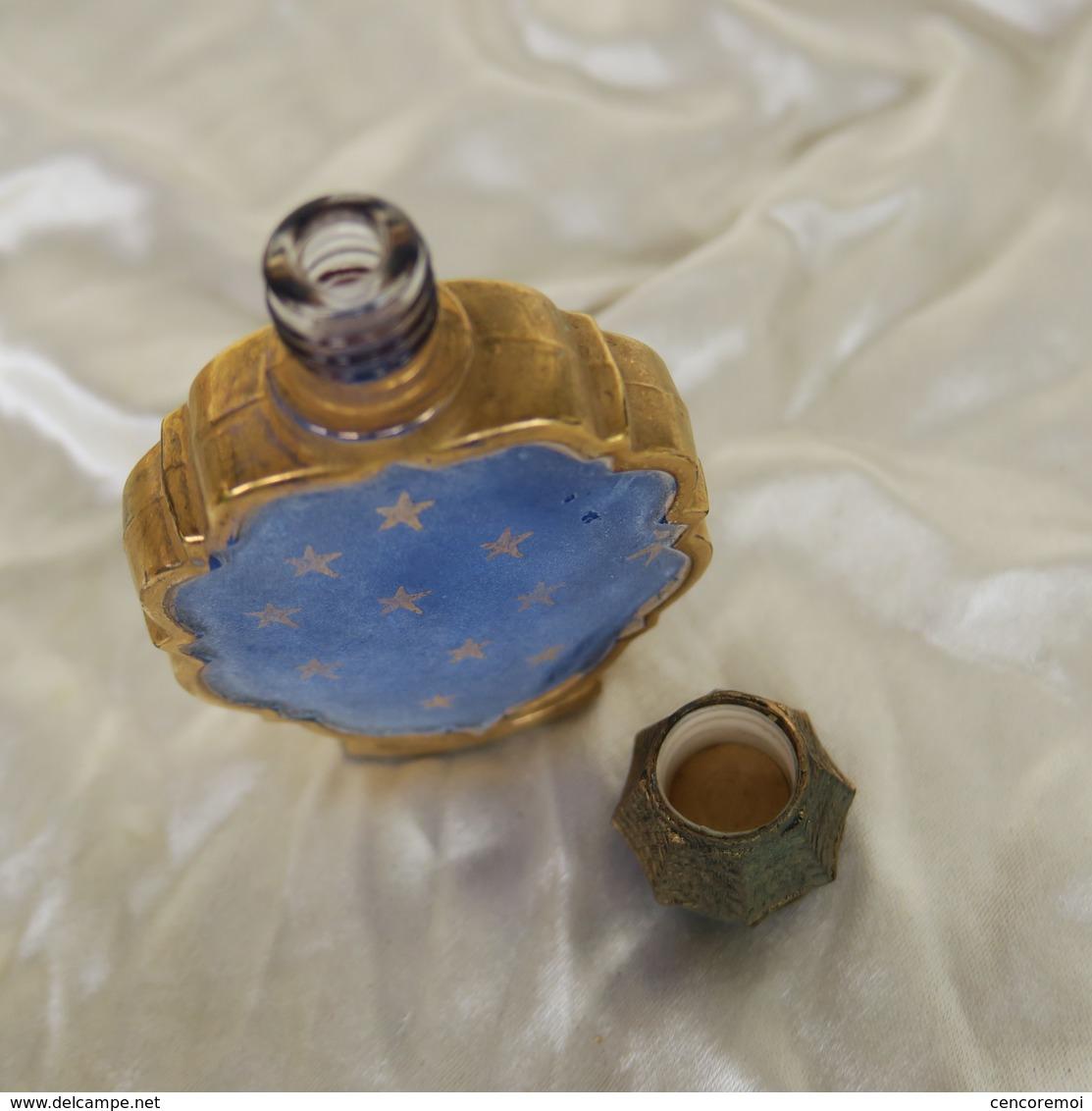 Ancien Petit Flacon à Parfum Bleu Nuit étoilé Doré, Made In France - Bottles (empty)