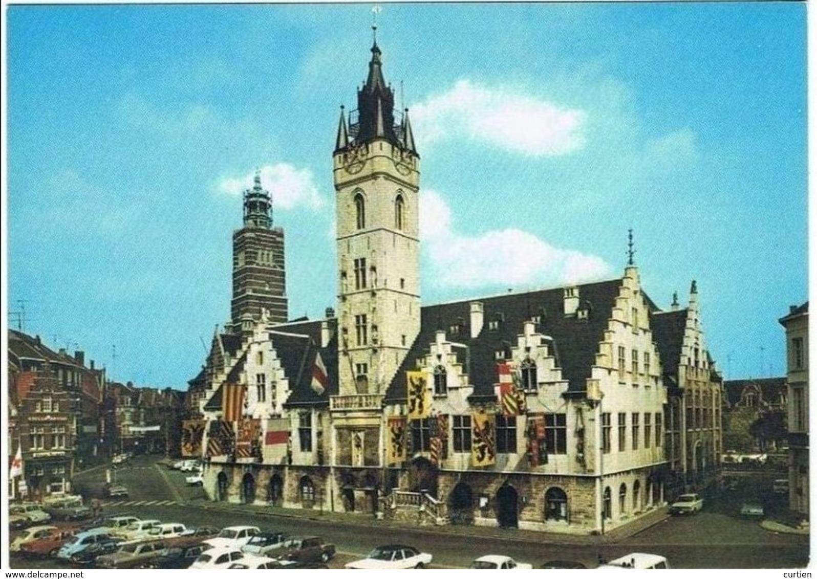 DENDERMONDE .Belgique . La Place . L'hotel De Ville. Parking - Dendermonde