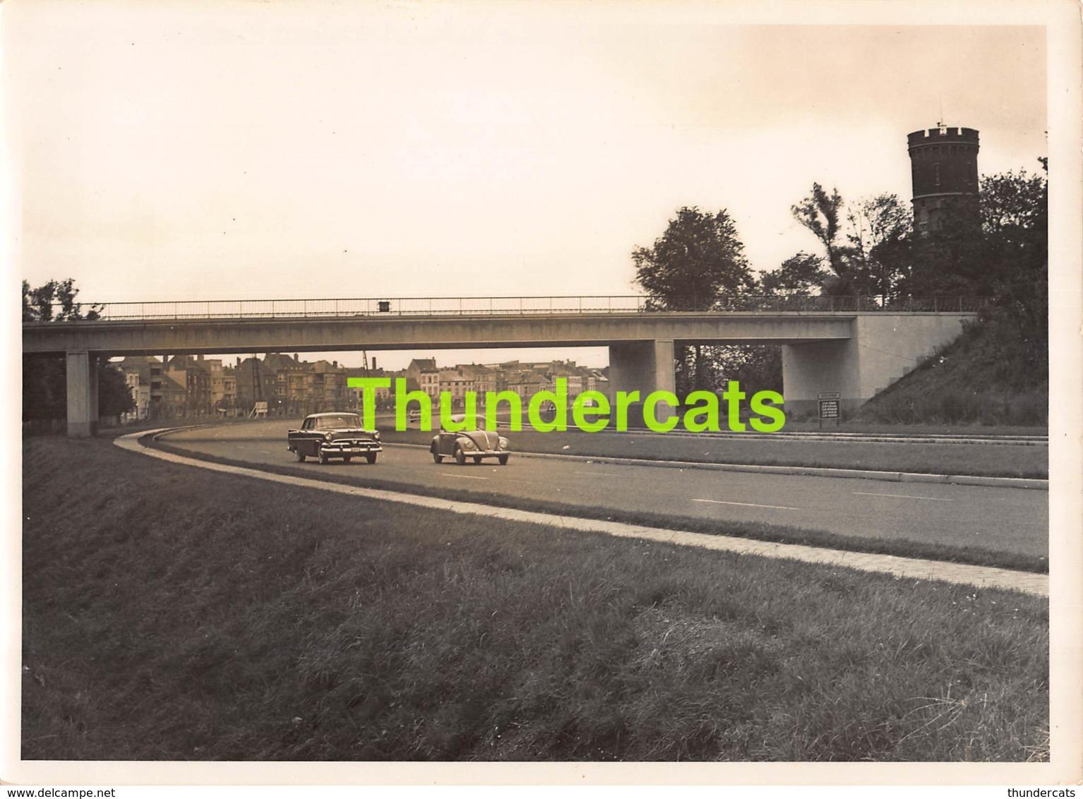 OUDE FOTO 1950'S OOSTENDE 18 CM X 13 CM ANCIENNE PHOTO OSTENDE AUTOSTRADE WATERTOREN VOLKSWAGEN - Orte