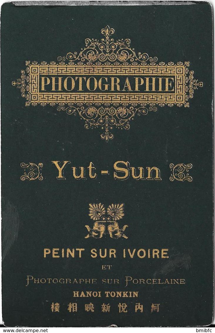 (Militaire) TOP Photo Cartonnée D'époque Yut-Sun Peint Sur Ivoire - HANOÏ TONKIN - War, Military