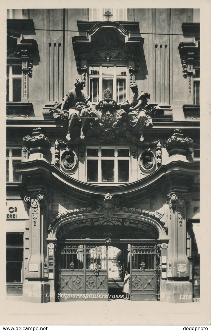 R037830 Wien IX. Schwarzspanierstrasse. RP. B. Hopkins - Cartoline