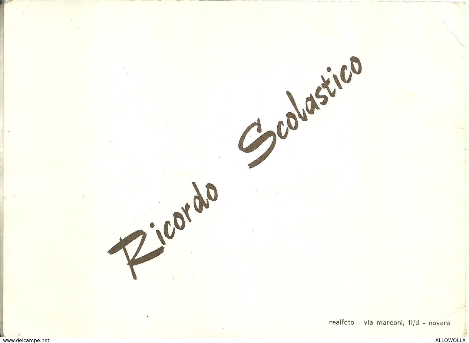 """3998 """"RICORDO SCOLASTICO-CLASSE III-D-ANNO E LUOGO SCONOSCIUTI"""" FOTO ORIG.-FOTOGRAFIA REALFOTO-NOVARA - Persone Anonimi"""