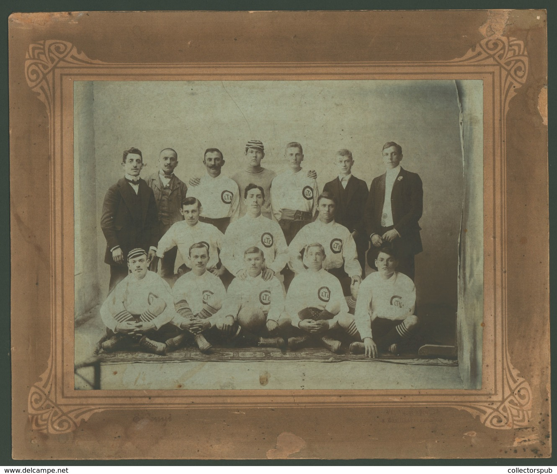 SPORT FUTBALL  Csapat , Korai Tabló Fotó Cca 1900. Képméret : 24*18 Cm. ( A Mezen LTE Losonc?)  /  SPORT FOOTBALL Team E - Foto's