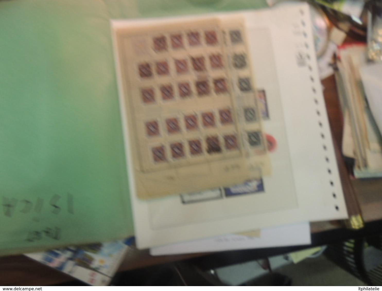 AFFAIRE  GROS CARTON DIRECT DU COLLECTIONNEUR  A EXAMINER UN PEU DE TOUT  TIMBRES CARTES  DIVERS VOIR PHOTOS - Timbres