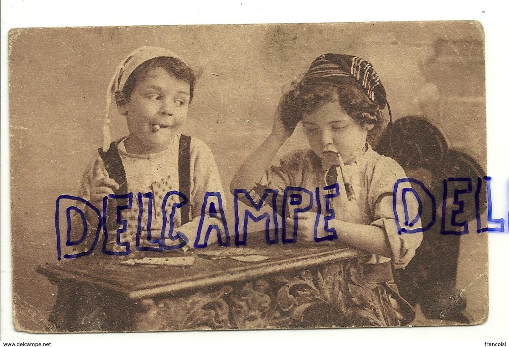 Deux Enfants Qui Jouent Aux Cartes, Fausses Cigarettes, ... - Cartes à Jouer