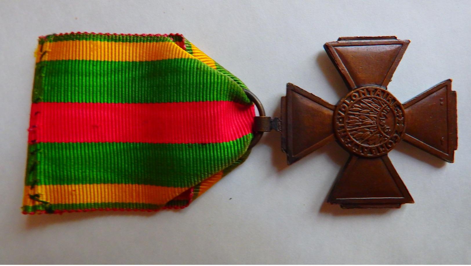 Croix Du Combattant Volontaire De 1914/18. - Francia