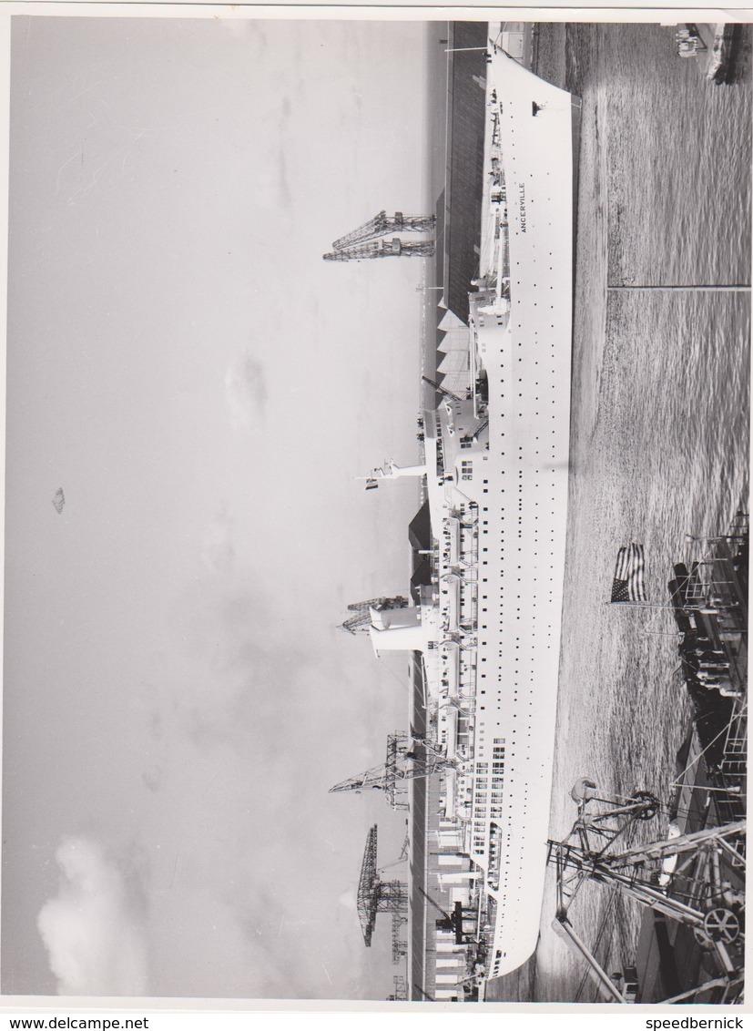 10PLC -photo Bateau - Paquebot ANCERVILLE -SHEKOU Chantiers Navals De Saint Nazaire 1962 - Bateaux