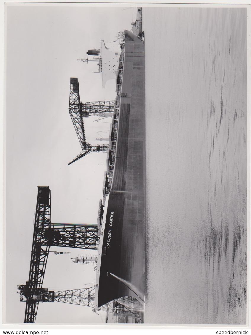 14PLC -photo Bateau - Porte Conteneurs ? Jacques Cartier -chantier Naval - Années 1960 - Bateaux