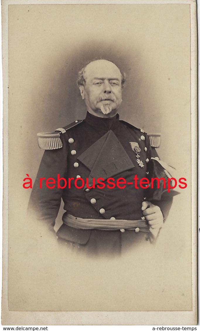 A Voir CDV Officier Médaillé - Guerre, Militaire