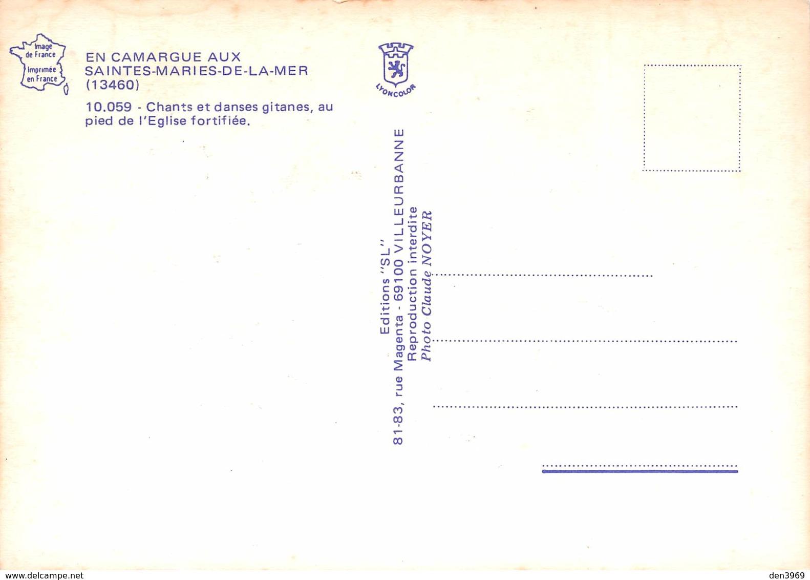 Les SAINTES-MARIES-de-la-MER - Chants Et Danses Gitanes Au Pied De L'Eglise Fortifiée - Guitaristes - Saintes Maries De La Mer