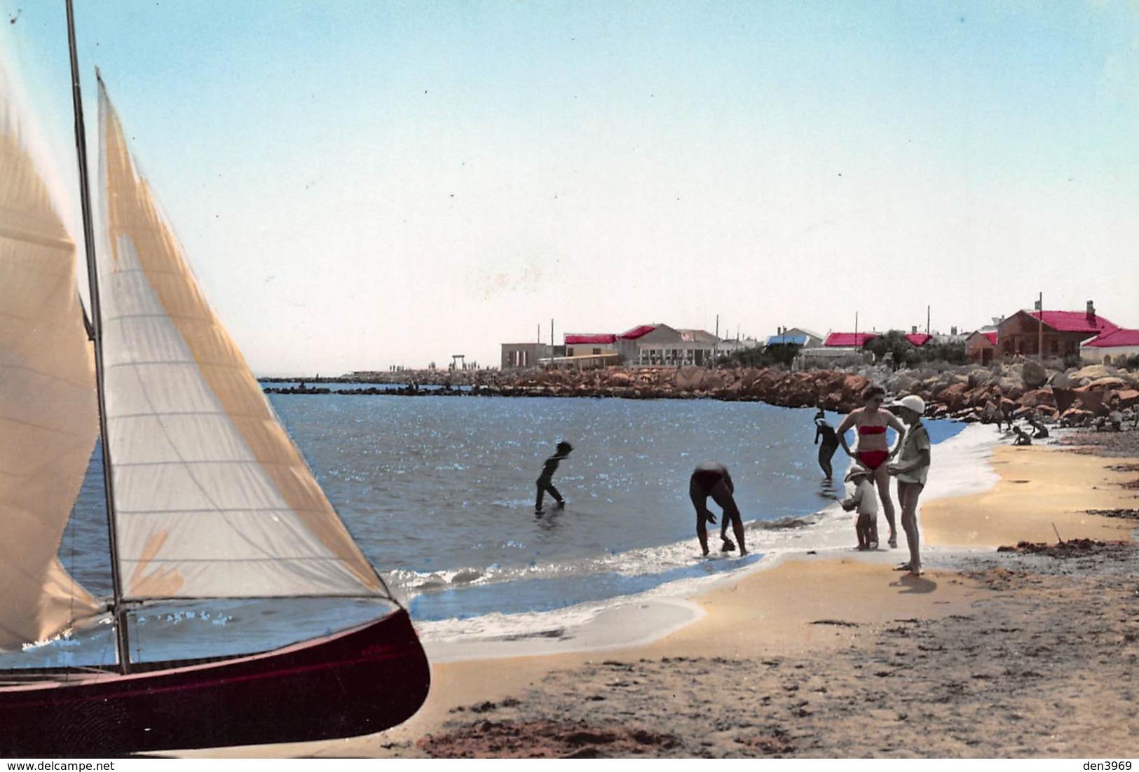 Les SAINTES-MARIES-de-la-MER - Bords De Mer - Voilier - Saintes Maries De La Mer