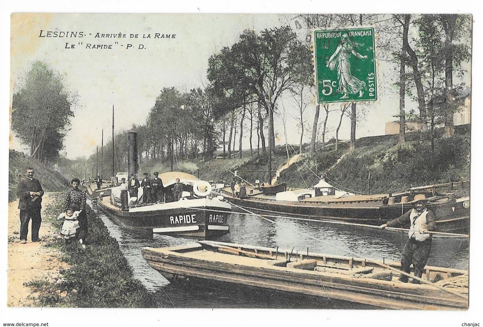 """Cpa: 02 LESDINS (ar. Saint Quentin) Arrivée De La Rame (Péniches) Le """"Rapide"""" (Péniche? Remorqueur? Toueur?) Ed. P.D. - France"""