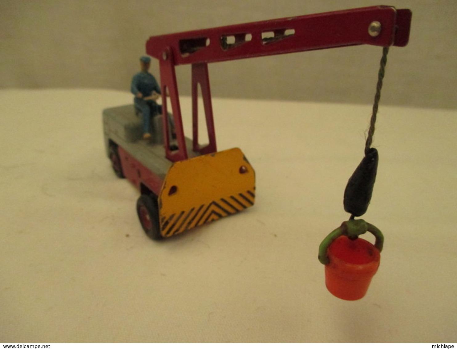 VOITURE - MINIATURE - 1/43  GRUE SALEV - DINKY TOYS -  Fonctionne - Peinture Grise Et Rouge - Toy Memorabilia