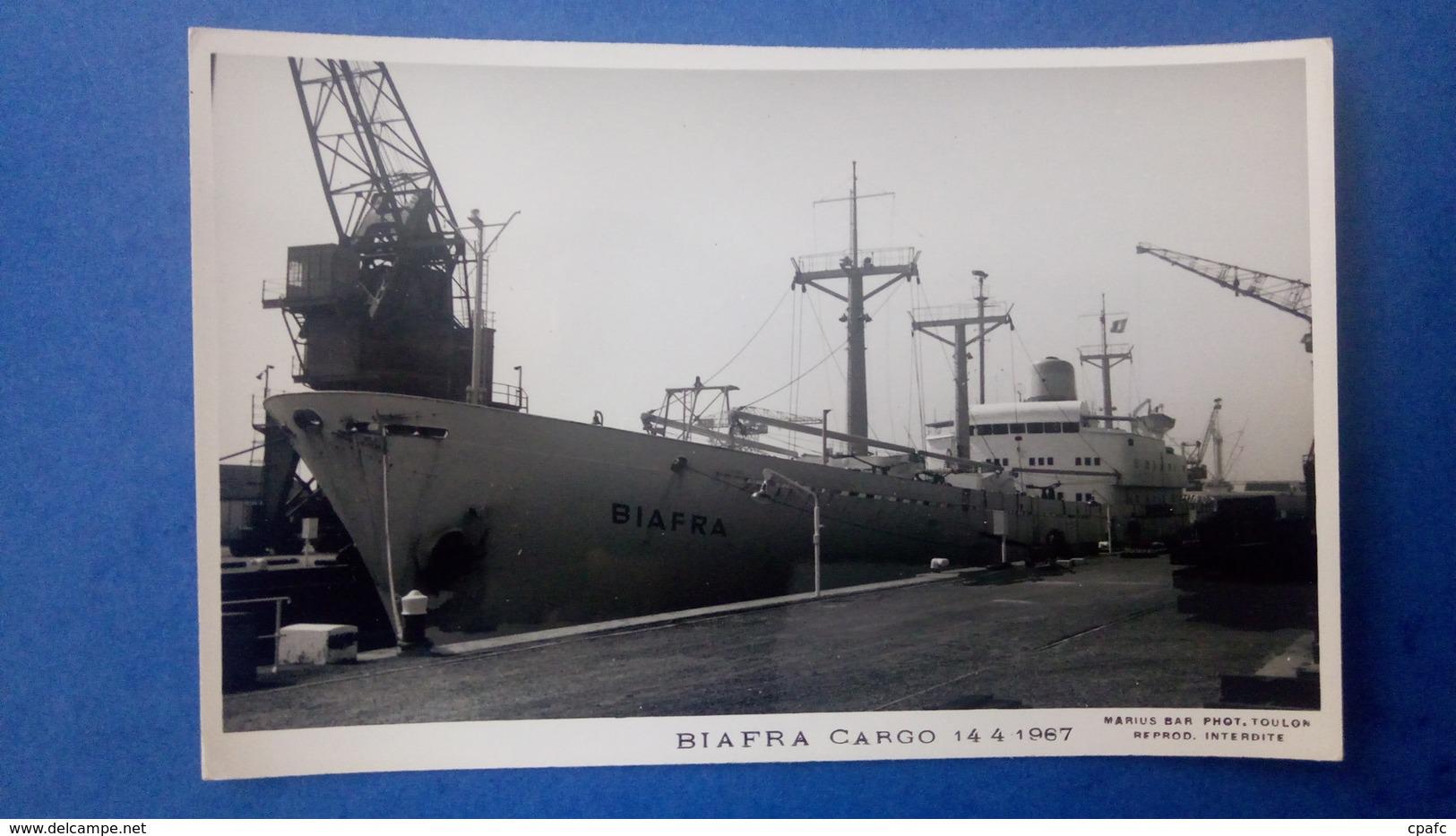 Carte Photo Du Bateau BIAFRA, Marine Marchande, Cargo, Datée De 1967 - Cargos
