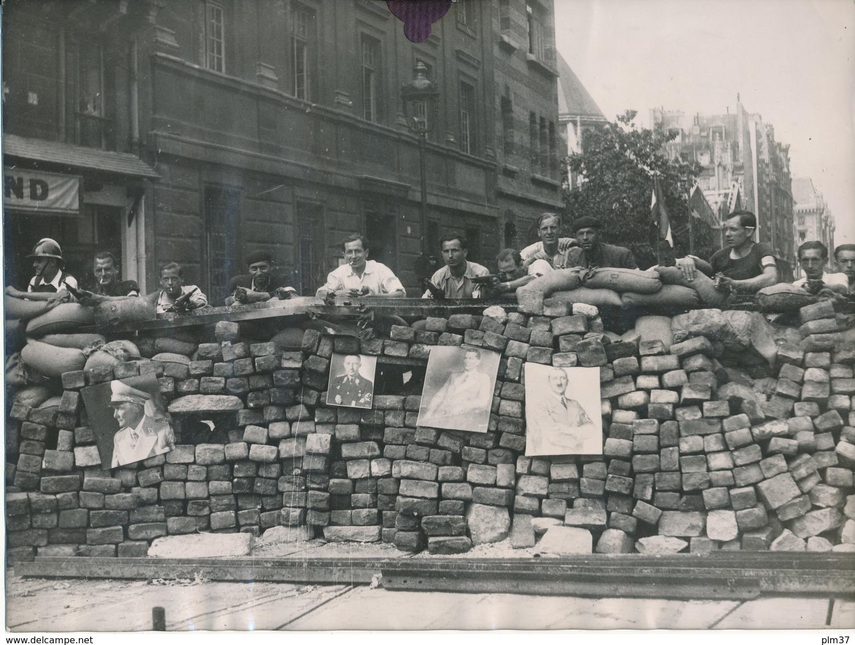 Libération De PARIS, 1944, Barricade Bd St Germain - Photo 18 X 24 Cm, Agence L.A.P.I., WW2 - Guerre, Militaire