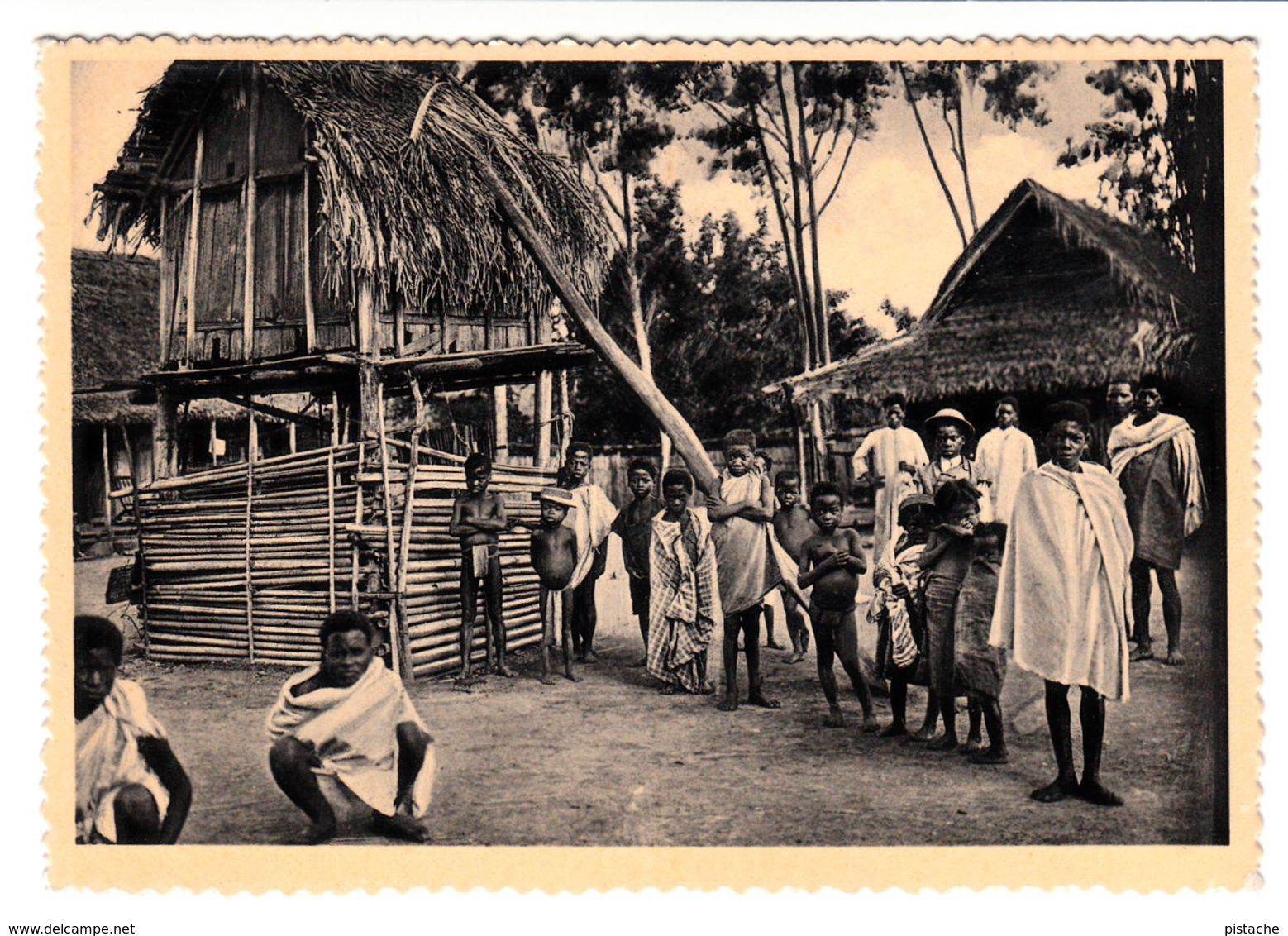 B&W - Madagascar Africa Afrique - Waiting For The Missionary - La Salette - Animation - Size 5 1/2 X 4 - 2 Scans - Madagascar