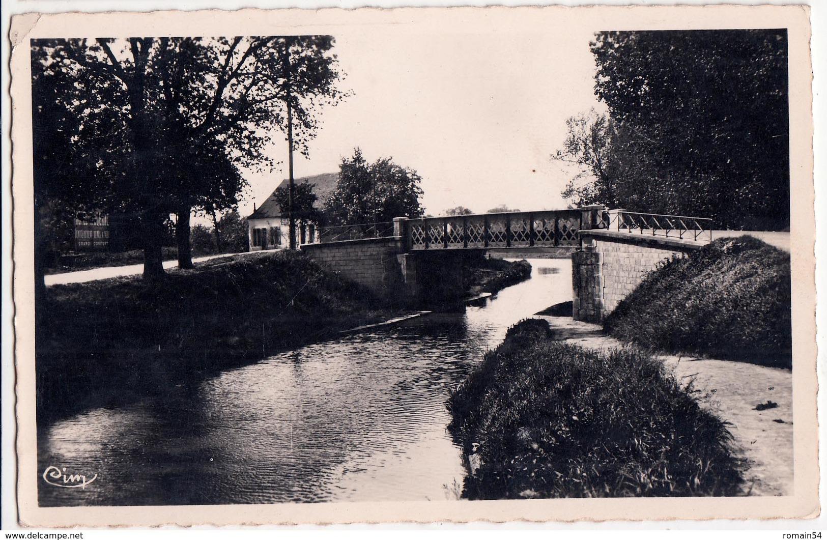 CHAMPFORGEUIL-LE PONT DU CANAL - France