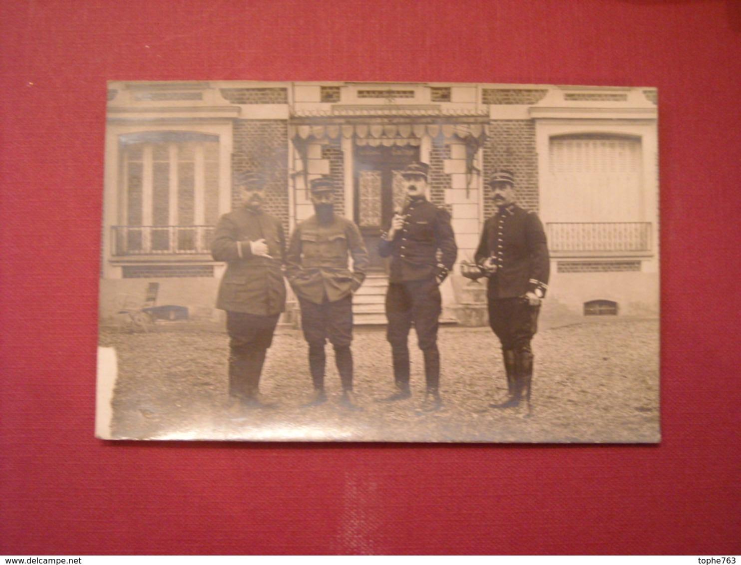 Carte Postale Photo , Montjay La Tour ,Fevrier 1915 , Lieutenants Aristocrates En Uniforme - Uniformes