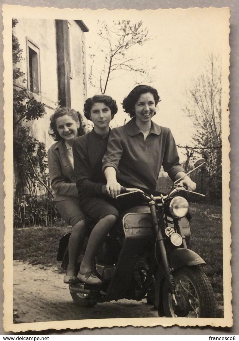 1952  Tre Personaggi Femminili Su  ISOTHERMOS  ? ISO Rivolta - Persone Anonimi