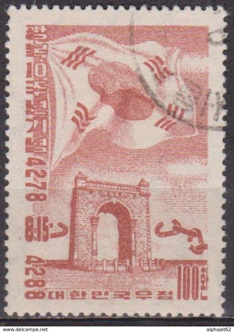 Séoul - COREE DU SUD - Drapeau Et Arc De Triomphe - N° 154 - 1955 - Corée Du Sud