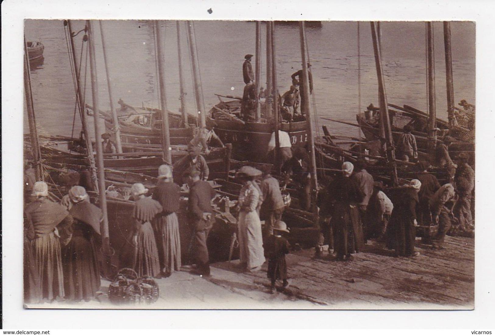 CPA PHOTO 29 DOUARNENEZ Sur Le Port  (non Legendé) - Douarnenez