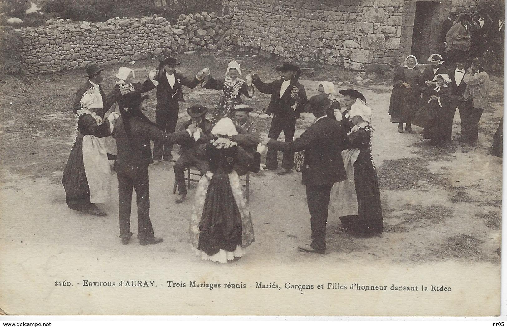 56 ( Morbihan ) - Environs D'AURAY - Trois Mariages Reunis - Maries, Garcons Et Filles D'honneur Dansant La Ridee - Auray