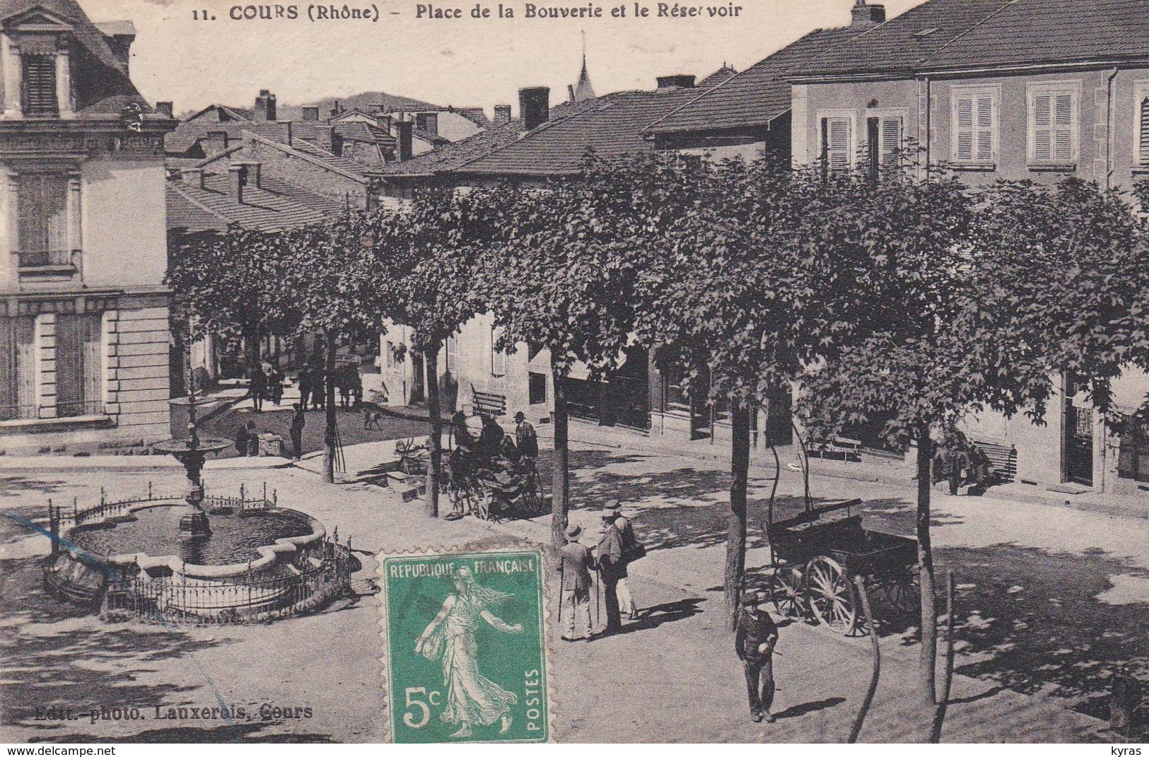 PS / (69) COURS . Place De La Bouverie Et Le Réservoir ( Fontaine / Carrioles) - Cours-la-Ville