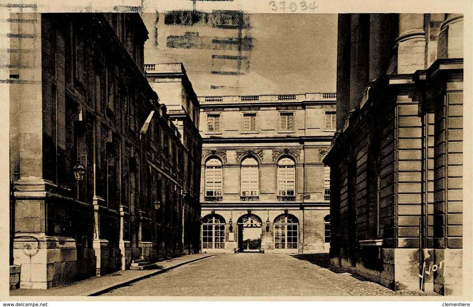TP N ° 678 Et 716 Sur Carte Postale Du Congrès De Versailles Du 16/1/43 - Marcophilie (Lettres)