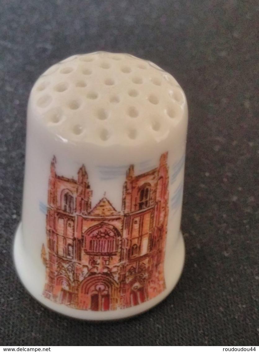 Dé à Coudre De Collection En Porcelaine - NANTES - LA CATHEDRALE - Ditali Da Cucito