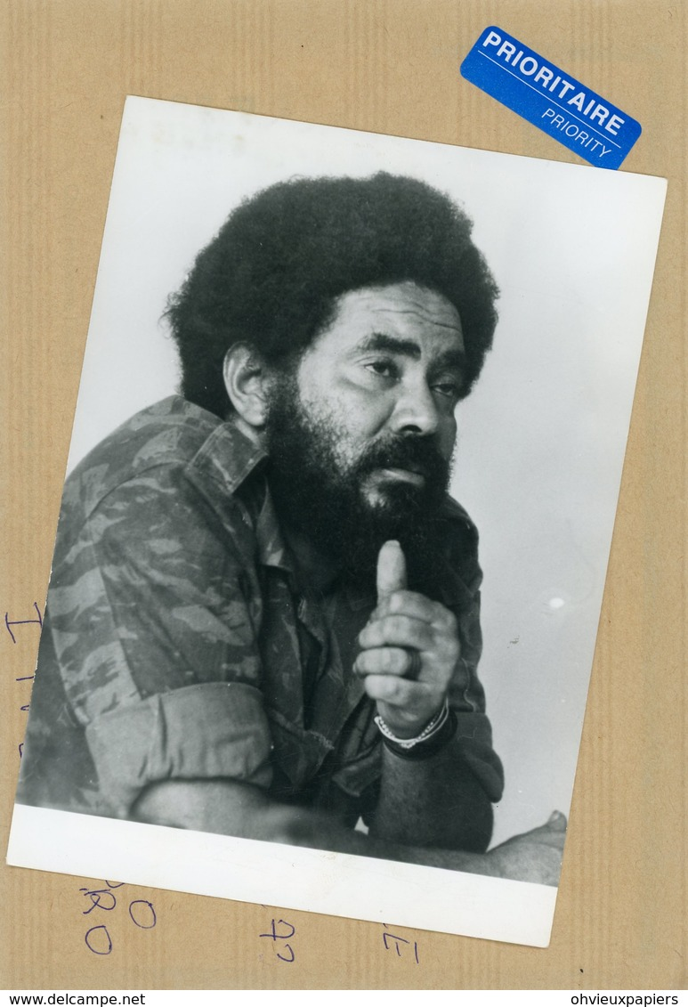 Photo Originale , Le Commandant M'BETO TRACA  Commissaire Politique  Pour Le MPLA  En  ANGOLA  En 1976 - Guerre, Militaire