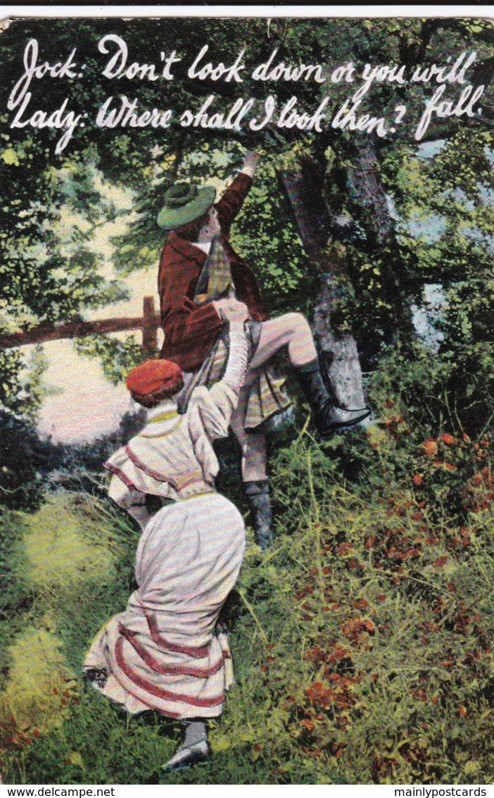 AQ33 Romance - Couple Climbing A Tree - Couples